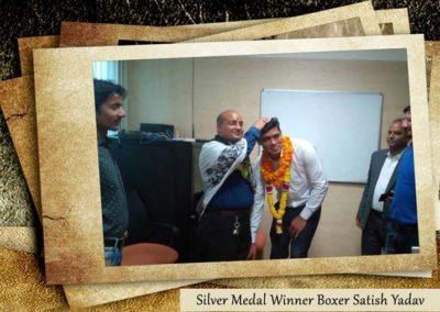felicitating boxer satish